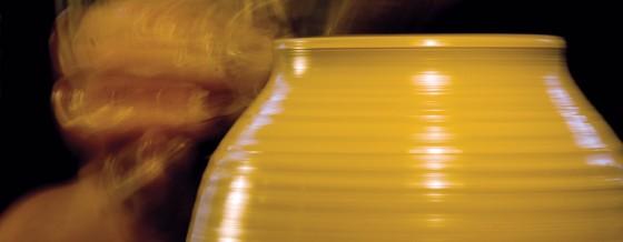 Drejeprocessen er den mindste, men mest spektakulære del af keramikerens arbejde.